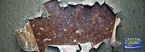酸化が進行すると、いずれそれは塗装だけではなくその下のボディ自体にも被害を及ぼします